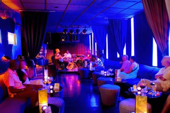 62cf9-blue_beat_ultra_lounge
