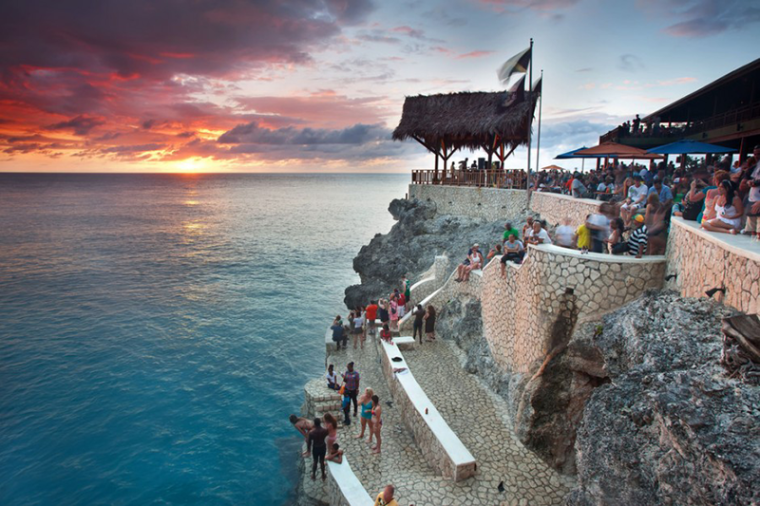 Negril-Sunset-Tour-at-Rick's-Cafe